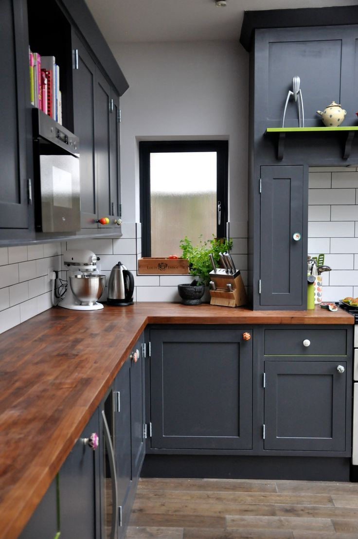 Painting your kitchen cabinets black - Bold Black