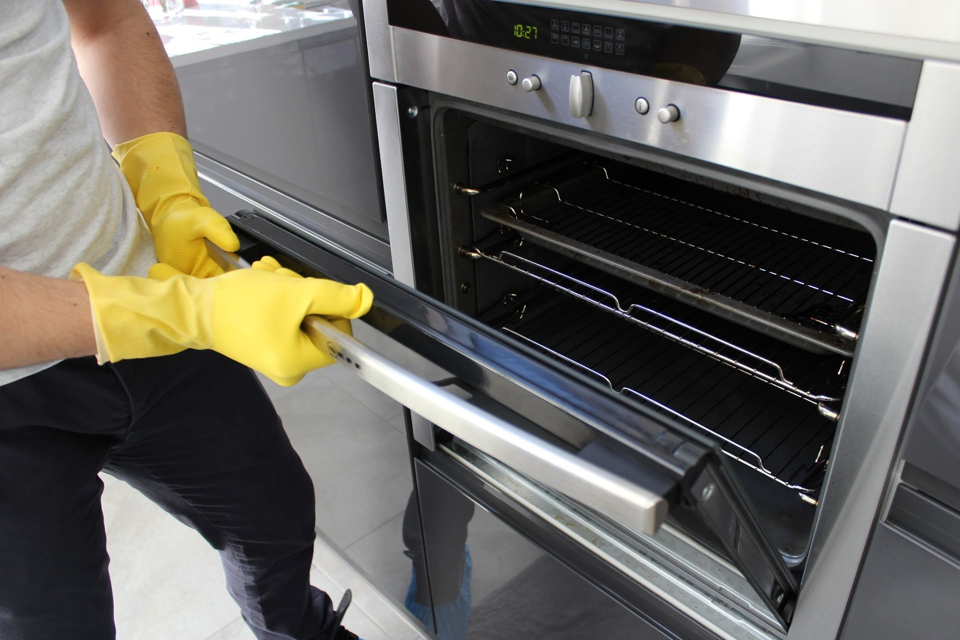 6 Steps to a Naturally Clean Oven